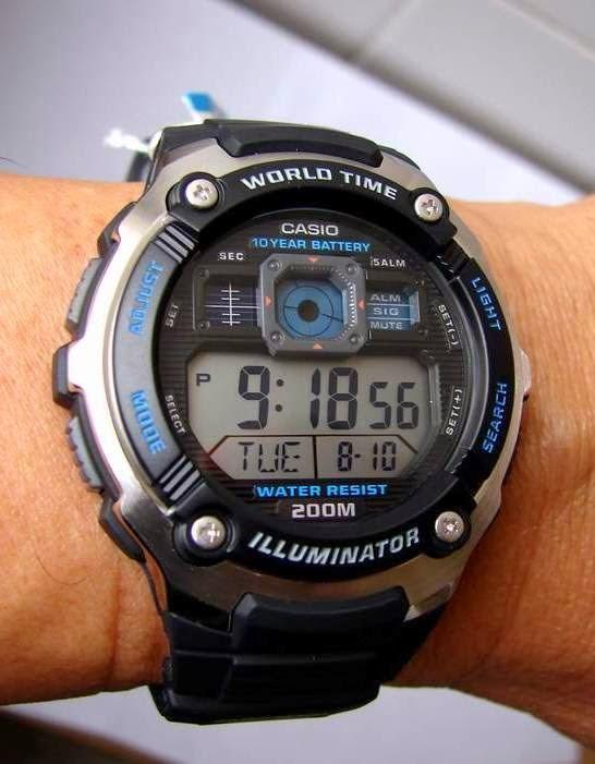 Casio AE-2000W-1AVEF acier plastique quartz ronde homme noir